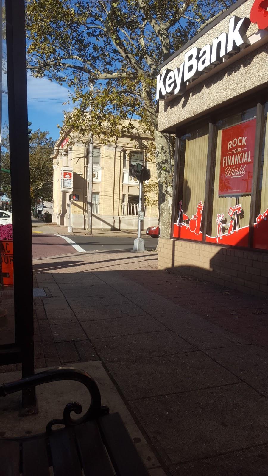 Santander Bank | insurance agency | 215 Grand Ave, New Haven, CT 06513, USA | 2037778949 OR +1 203-777-8949