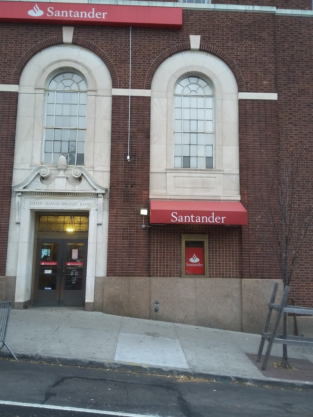 Santander Bank | insurance agency | 15 Hyatt St, Staten Island, NY 10301, USA | 7183556821 OR +1 718-355-6821